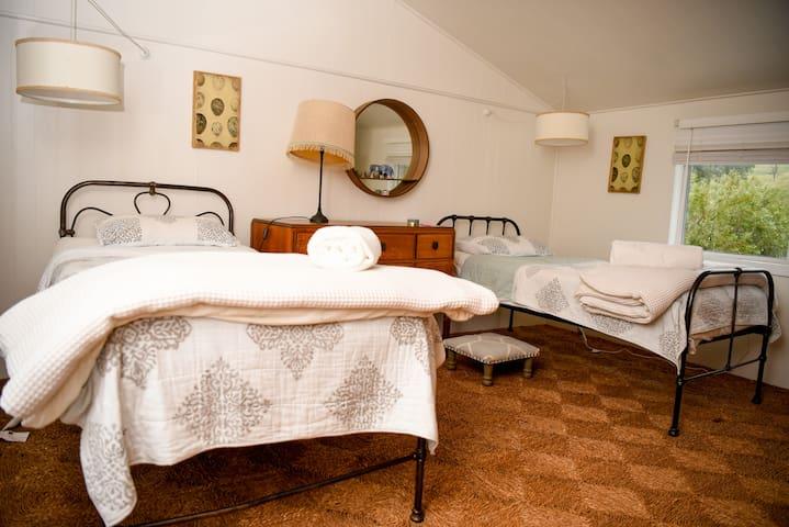 Bedroom #3 - 2 x Single Beds