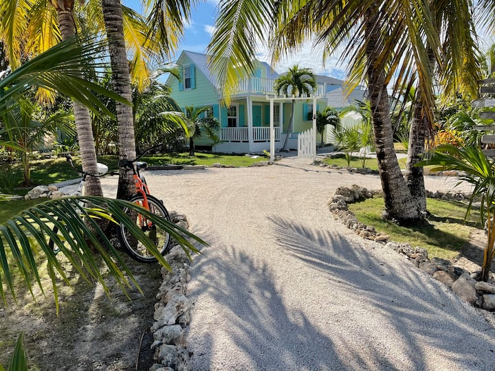 Quaint Bahamian Cottage Close to Beautiful Beaches