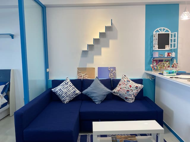 舒適的沙發椅可以隨時方便轉換成沙發床.  This sofa set can convert to a full double size bed in seconds for 2 people.
