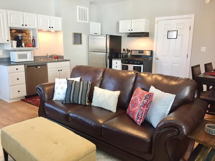 Walk to downtown Fburg from Private Apt!