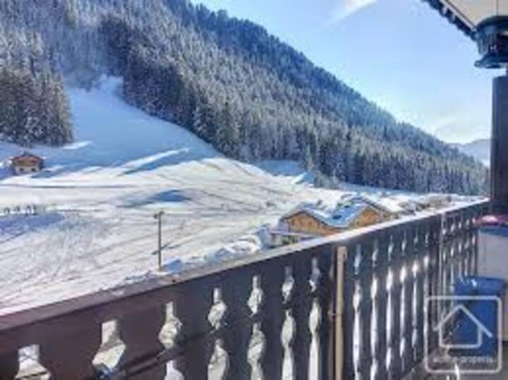 1 x Free Ski lift Pass : Morzine only 20 mins Away