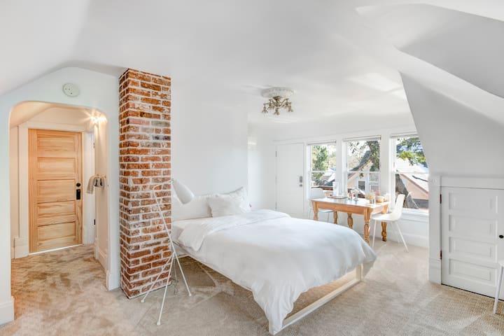 Private Attic Suite in Chic EDO Victorian Home
