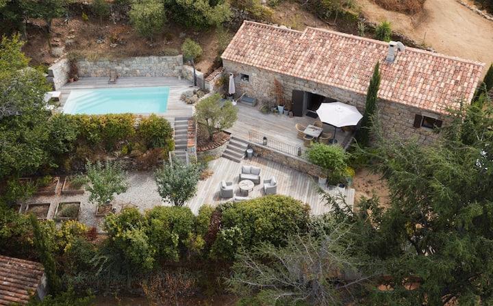 Magnifique bergerie, piscine et vue mer à Fozzano