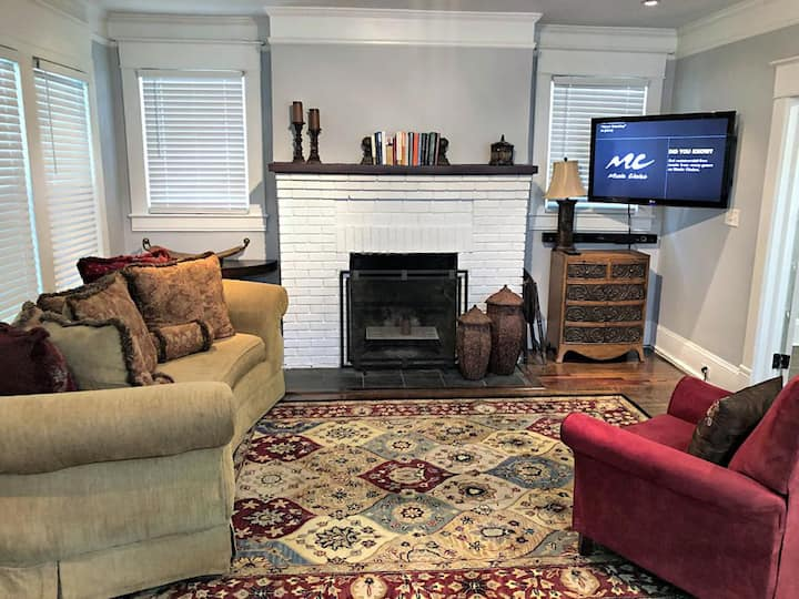 *NEW* 5 Minutes from Atl Airport Executive Suite