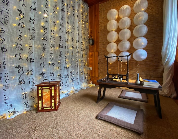 墨香古风拍照大床房 凤凰古城内 含空调及一次性洗漱用品
