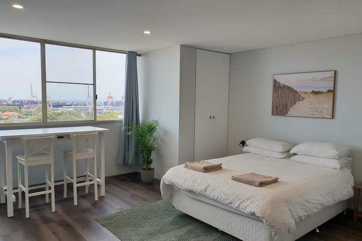 STUDIO 412 - ocean and sunset views on a budget