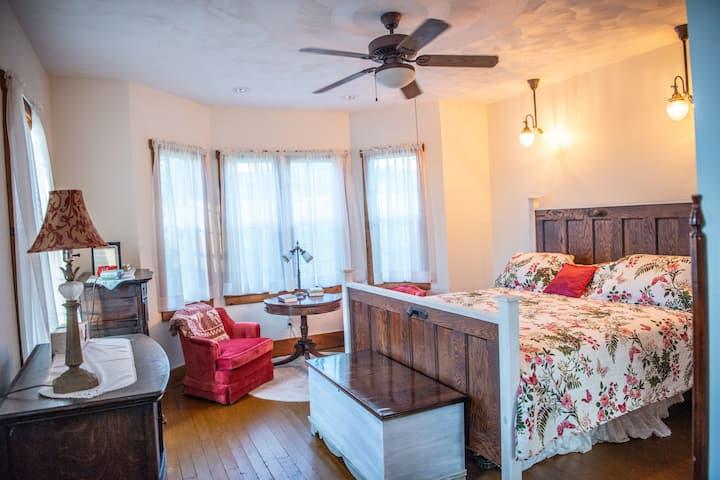 Maple Bottom Farmhouse - Delaine room