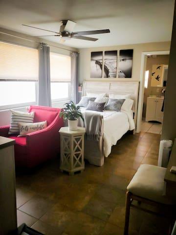 Private Entrance to quiet, cozy & clean Mini Suite