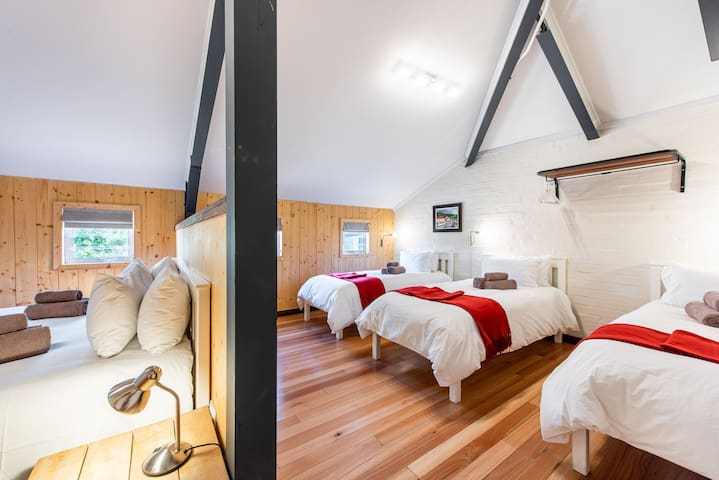 Five Sleeper - Trail's End Bike Hotel
