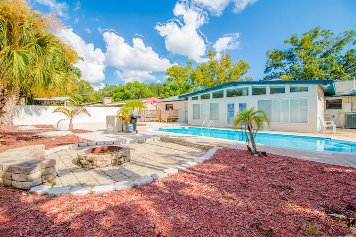 4 Bed Paradise Pool Home in the Heart or Orlando