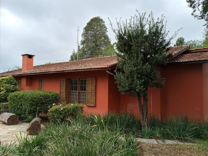 Roteiro do Vinho: casa linda com lareira