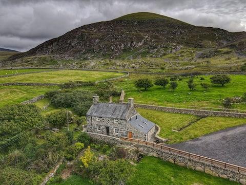 Gellibant Cottage,  Breathtaking Rural Retreat