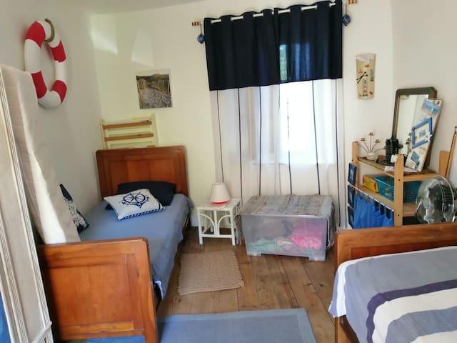 Chambre Marine n°1 - 2 Lits 90 x 200