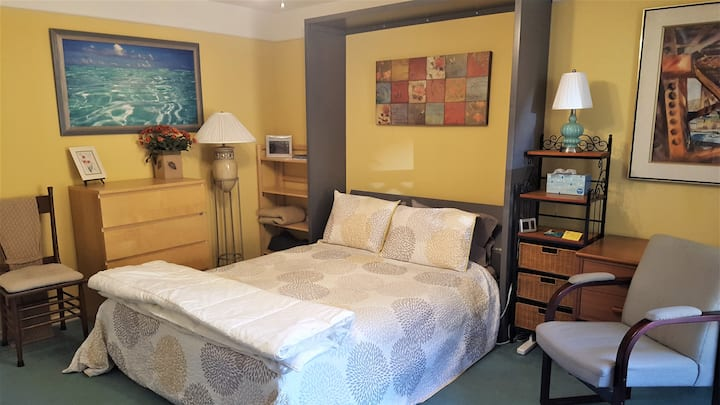 Lovely Comfortable Studio with Private Patio