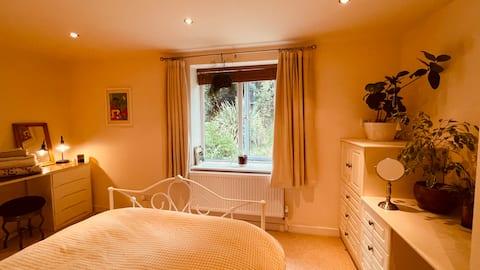 Luxury flat with quick walks onto the moors