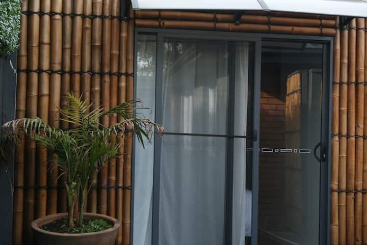 Studio in the heart of Mornington -  Beach 3 min