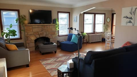 Upper unit near downtown & Theo Park--pet-friendly