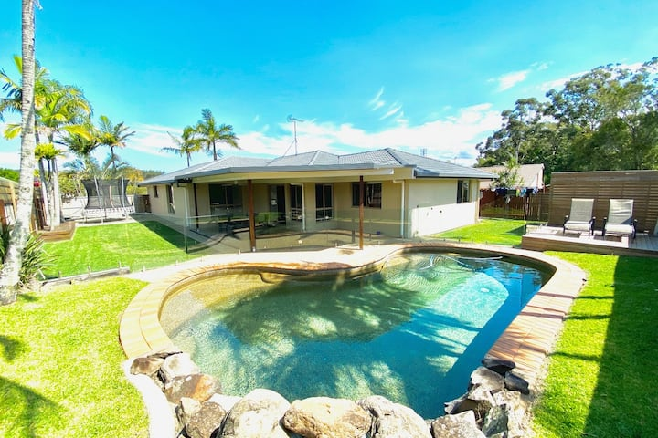 Sunny Coast bliss with entertainment, bbq & pool.