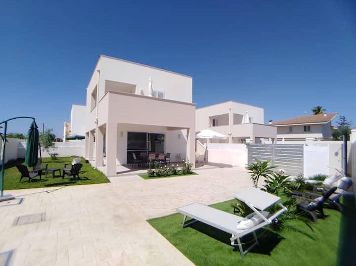 """Casa """"Villa TuLus"""" sul mare"""