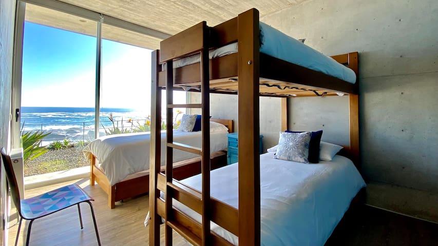 Pieza 2 (3 camas + cama nido) / Bedroom 2 (3 beds + rollout bed)