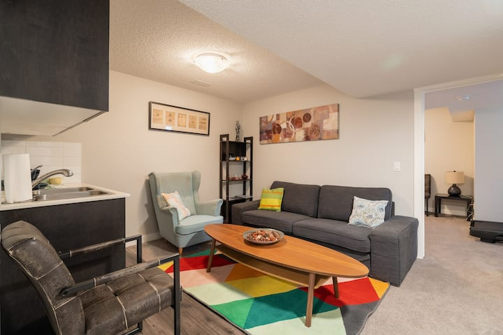 Perfect stay - 2 bed Basement Apartment in Airdrie
