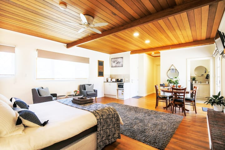 Hahndorf Lodge Pioneer Suite Main Street WIFI Pet