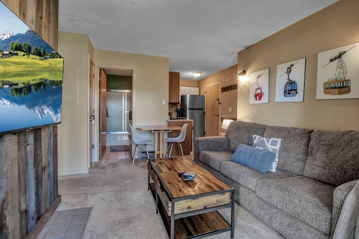 1 bed, 1 bath ski-in/ski-out condo Holiday Valley