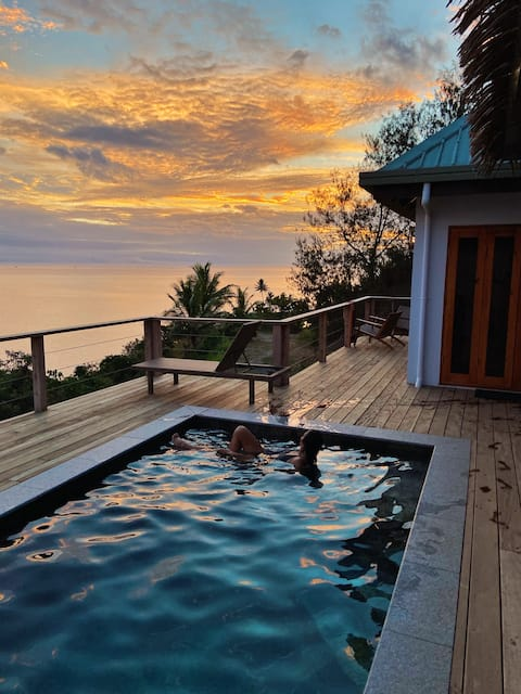 VatuVonu Oceanfront Fijian Villa with private boat