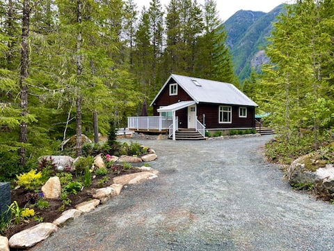 Cottage & Cabin in Mountains - Hot tub & Fire pit