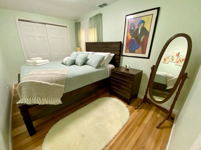 Brand new (bought August 2020) queen size bedroom (Sleeps two people)