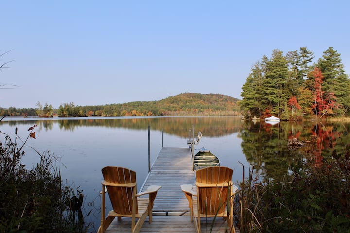Private Lakefront retreat in woods-minutes to ski!