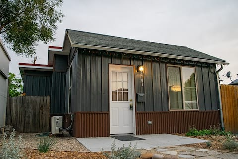 White Water Park Tiny House | Walk to DT/ River!