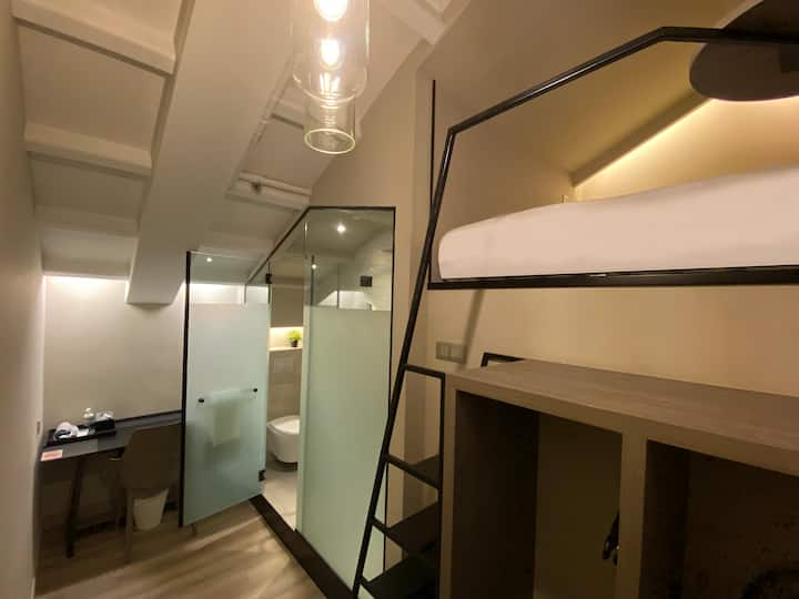 Private Double Upper cabin near Jalan Besar MRT