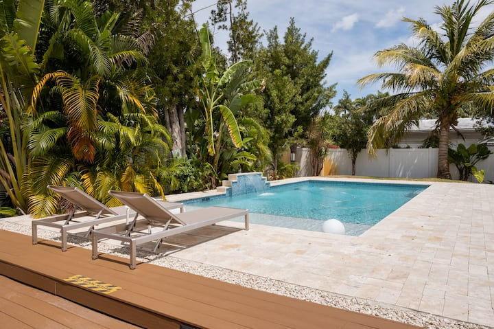 Couples retreat,private access to Pool-near Beach