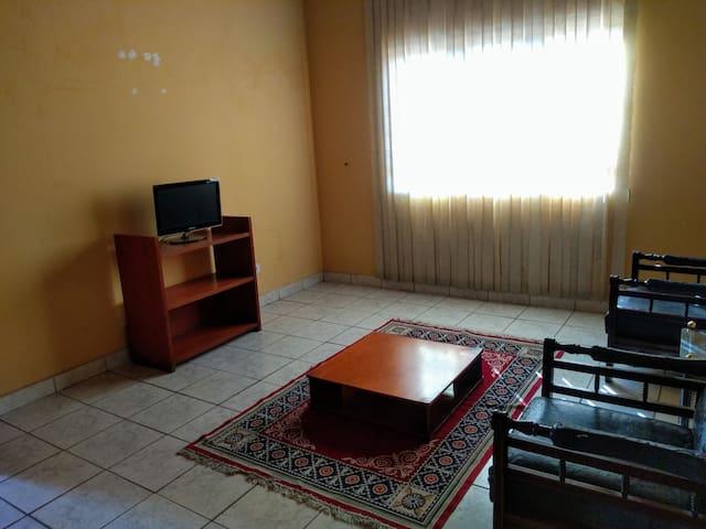 Sala de Estar com TV Compartilhada com outros hóspedes.