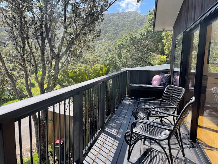 Ruruwai - Perfectly positioned in Piha