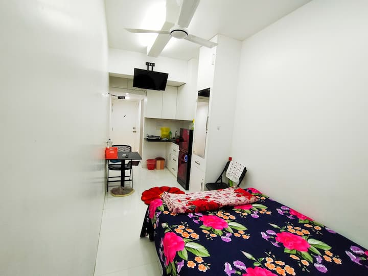 Near Airport Private entrance AC+Wifi studio room