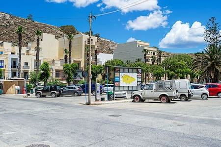 In the main square of Xlendi Bay, there is plenty of parking space.