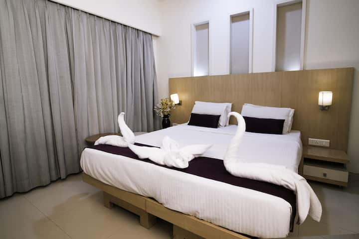 Executive rooms with all meals in MIDC Rabale.