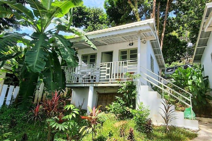 Sai Noi Beach Bungalows: Ocean Bungalow