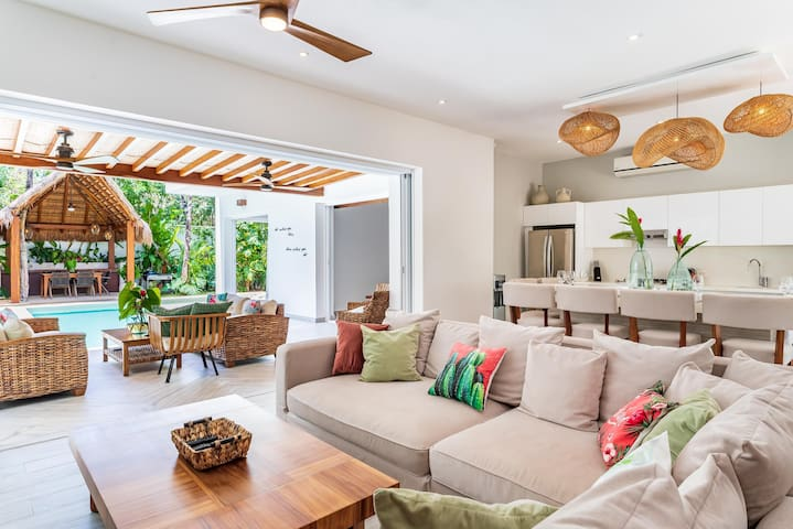 modern caribbean decoration with all the comforts and elegance of a luxury home