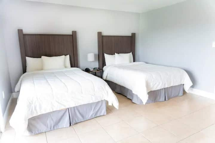 Celebration Suites - 2 Miles from Disney - For 6