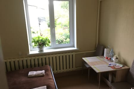 Affordable Double Bedroom in House with Garden
