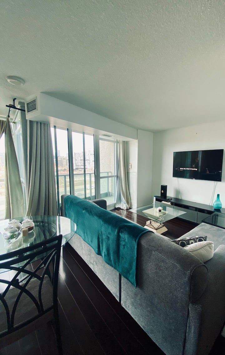 Downtown Condo By Cn Tower + Parking