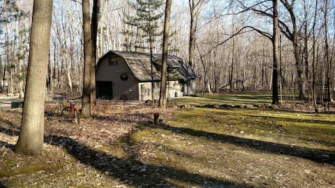 Barn In The Woods Lodge ~ Come Get Away and Relax!