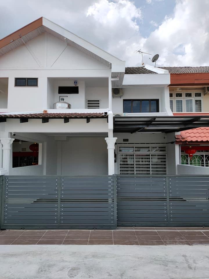 58 KOTA LAKSAMANA DOUBLE STOREY HOUSE (10-15 PAXS)