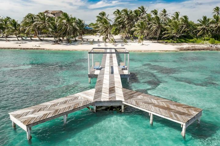 360 Stunning VIEWS, 2B/2B Beachfront Nirvana Villa