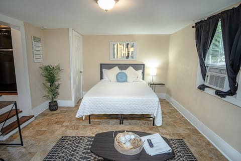 Cozy  Guesthouse Near Downtown