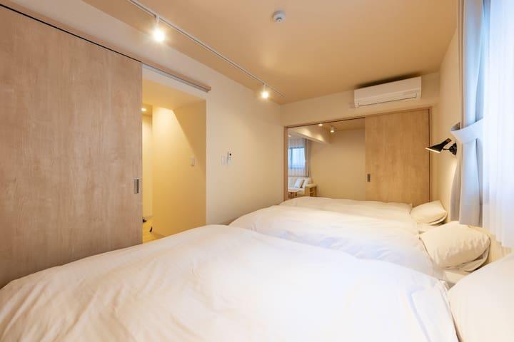 寝室は、玄関からも和室からも出入りが可能です。