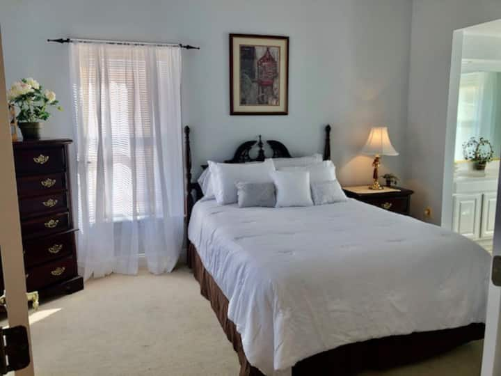 Luxury, one bed, near PAX River! Potomac Suite